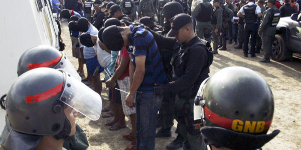 En medio de los operativos en San Antonio, las autoridades venezolanas relacionaron a algunos colombianos con paramilitares.