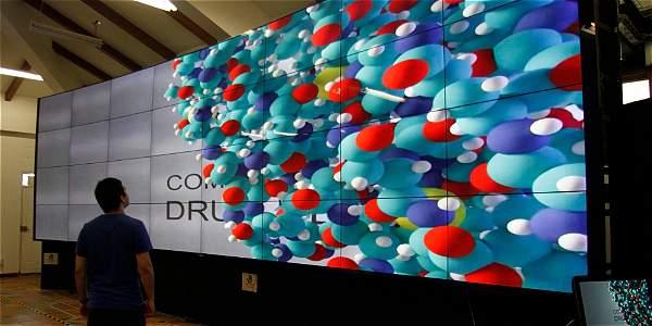 El muro está compuesto por 32 pantallas (cada una de 55 pulgadas) con una resolución de 66 millones de pixeles y 'Full HD' individual.