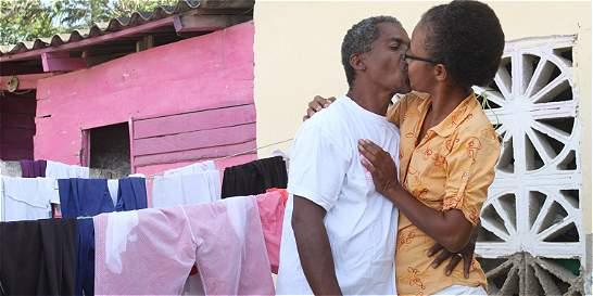 Cambiar puños por besos, la moda en Cartagena