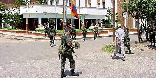 Dos uniformados heridos por detonación de paquete bomba en Tibú