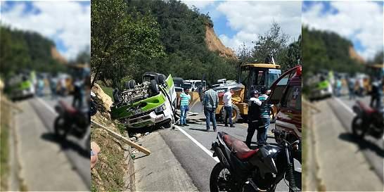 Accidente en la vía entre Neiva y Popayán deja 2 muertos y 15 heridos