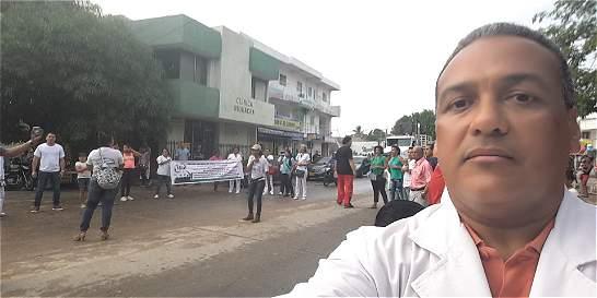 Pediatra compuso canción sobre crisis de la salud en La Guajira