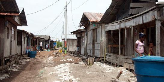 En Tumaco, desplazados le sacaron al mar un barrio para vivir