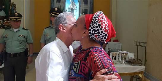 'Estás bonita, como quinceañera': Uribe a Piedad Córdoba