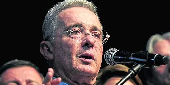 Uribe le contestó al presidente Santos sobre el escándalo de Reficar
