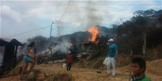 Fuerte incendio por explosión de polvorería en Norte de Santander