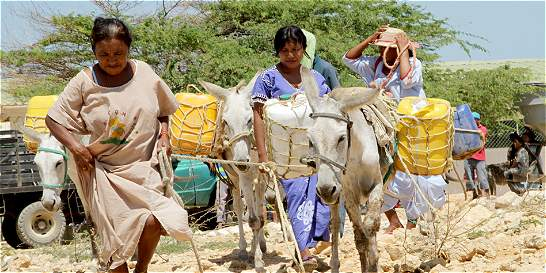 Jóvenes cartageneros llevan agua y comida a niños de La Guajira