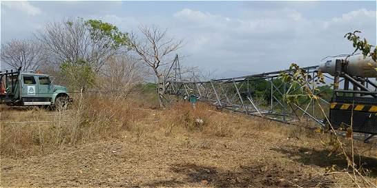 Eln derriba torre de energía en Cesar y ataca a policías en Ocaña