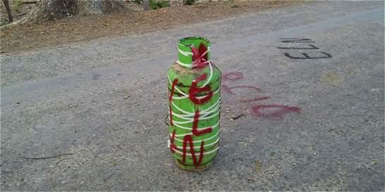 Eln abandona explosivos en carreteras del oriente del país