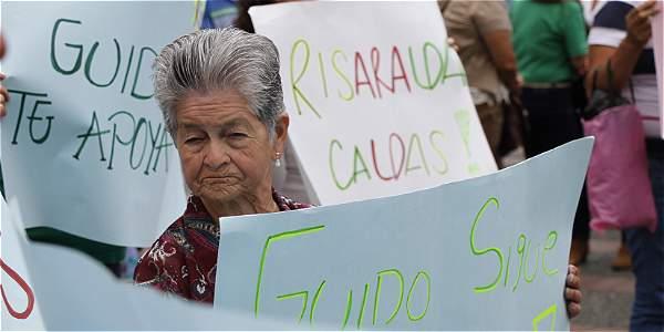 El viernes hubo una manifestación de apoyo frente al edificio de la Gobernación de Caldas. Llegó gente de varios municipios.
