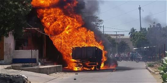 Gasolineros propician incendio en Riohacha