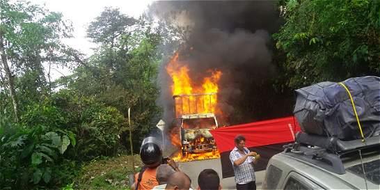 Guerrilleros del Eln incineran ocho vehículos en el Chocó
