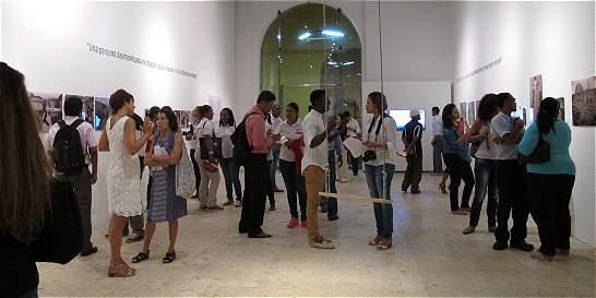 Exposición relata el proceso de los excombatientes