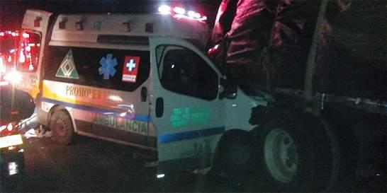 Conductor y paciente de ambulancia murieron en accidente de tránsito