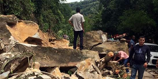 Por derrumbe, cierre parcial en la vía de Manizales a Medellín