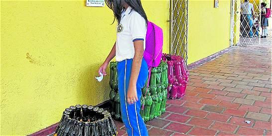Techos y canecas con las botellas plásticas en Ciénaga (Magdalena)