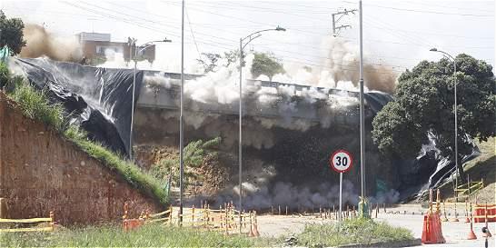 Así fue la implosión que derribó un puente urbano en Bucaramanga
