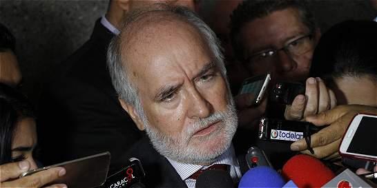 Defensa de gobernador de Caldas niega dilación de proceso en su contra