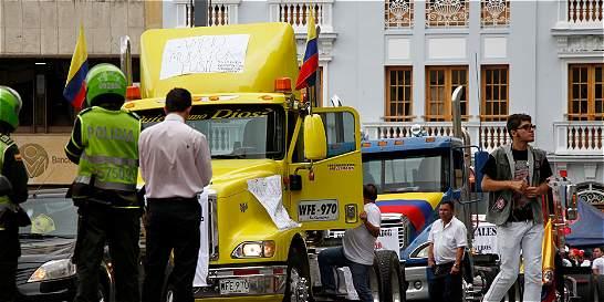 Camioneros agredieron a un periodista y un camarógrafo en Manizales