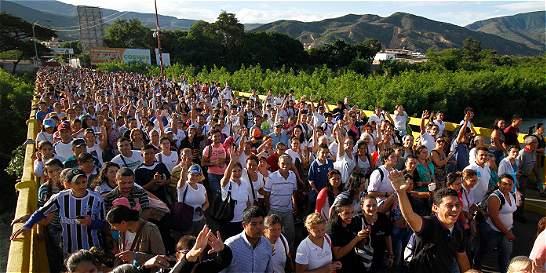 Más de 35.000 venezolanos cruzan frontera con Colombia por alimentos