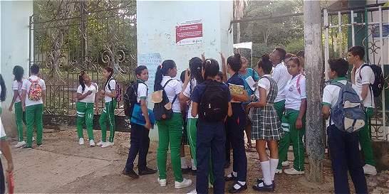 Bloquean entradas de los colegios en El Carmen de Bolívar
