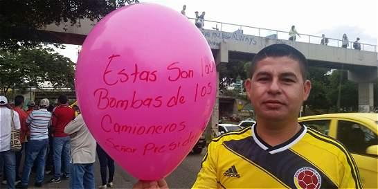 Camioneros y taxistas marchan en Manizales, Montería y Santander