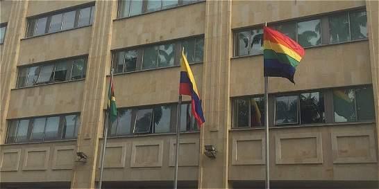 Así explicó la Alcaldía de Bucaramanga por qué izó la bandera LGBTI
