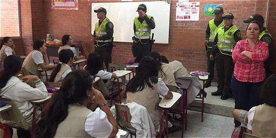 Policía se tomó en Bucaramanga colegio de alumno muerto por un joven