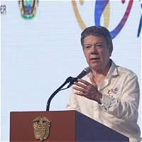 'Escépticos del proceso de paz lo son por desinformación': Santos