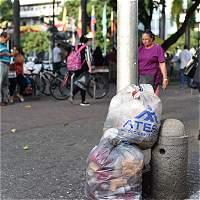 Pereiranos asediados por las basuras en el centro de la ciudad