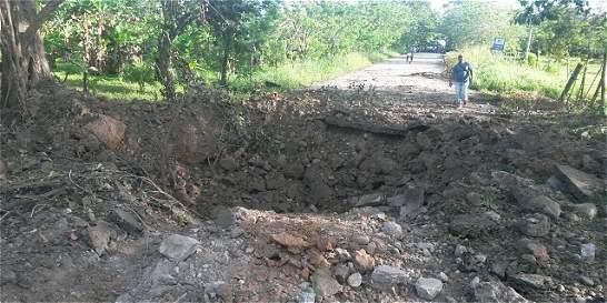 Eln detonó cargas explosivas en la vía Saravena- Arauca