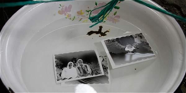 Poncheras de fotos antiguas con negativos