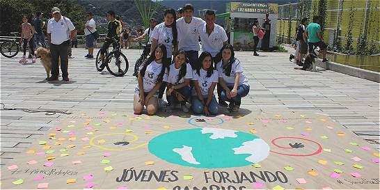 Jóvenes piden recibir el acuerdo de paz en nombre de su generación
