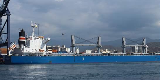 Puerto samario recibe a un gigante cargado de maíz