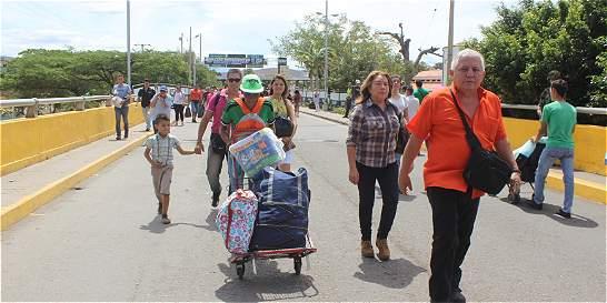 Piden que se abra paso vehicular en la frontera con Venezuela