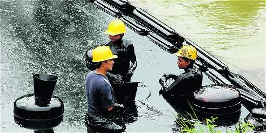 Tibú, sin agua por contaminación con crudo del río que lo abastece