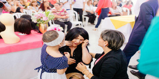 Veinte mujeres con cáncer recibieron pelucas en Pereira
