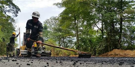Ejército hace una vía en la selva del Catatumbo