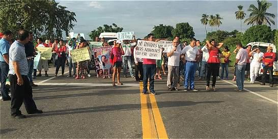 Por alta accidentalidad, más de 300 personas taponan vía Espinal-Neiva