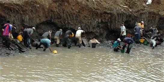 Dos muertos dejó alud en una mina ilegal de oro en Guapi (Cauca)