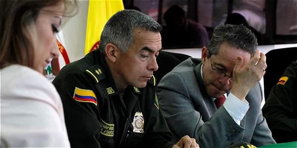 Susana Habib, directora de la ANM; el general Óscar Artehortúa, comandante de la Policía contra Minería Ilegal, y el gobernador (e) de Caldas, Rircardo Gómez.