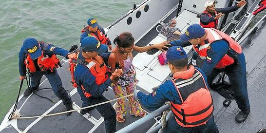 La Armada rescató a 37 personas que estaban a la deriva