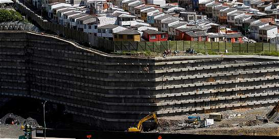 Las casas que sufren por la obra del Mall en Manizales