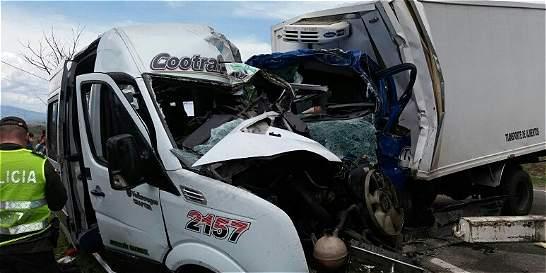 Invasión de carril habría originado choque que dejó 7 muertos en Huila