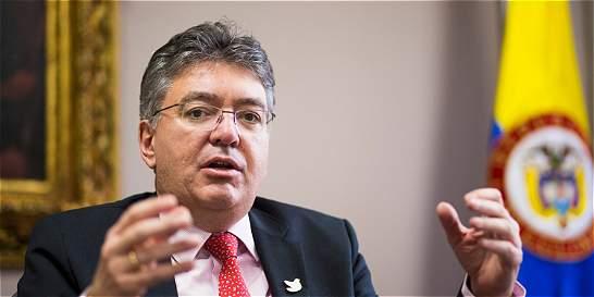 Minhacienda anunció recursos para pavimentar vía entre Huila y Cauca