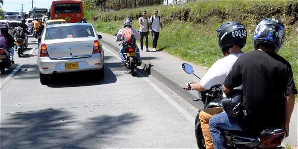 Restricción a parrilleros hombres será con excepción para familias y quienes cruzan la ciudad.