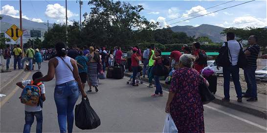 Piden acciones de Colombia ante 'atropellos' de Maduro