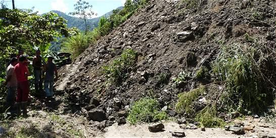 Derrumbe dejó incomunicadas a 15 veredas de Villahermosa, en Tolima