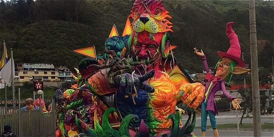 Fiesta y carrozas gigantes cerraron el Carnaval de Negros y Blancos