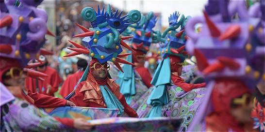 Bajo la lluvia, Riosucio baila y goza su carnaval